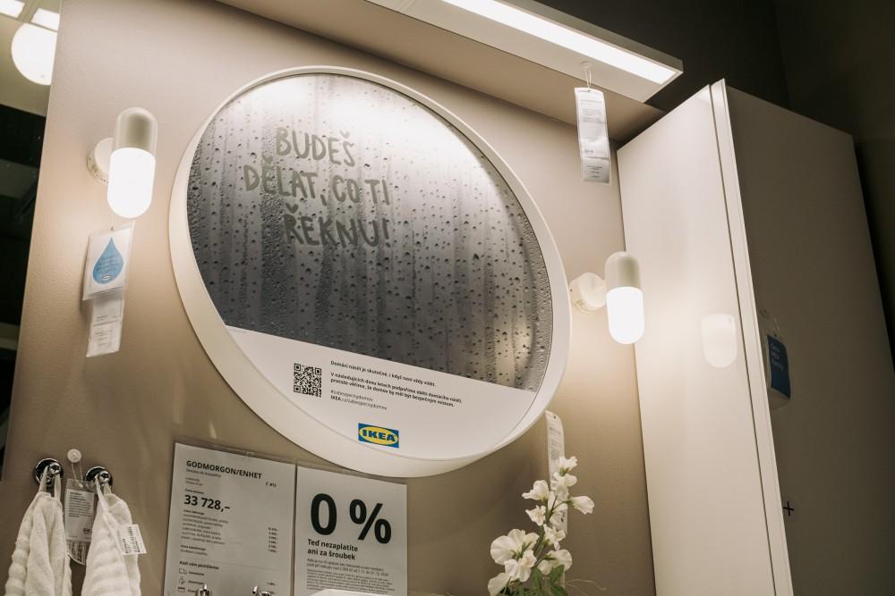 Campaign mirror in a IKEA store